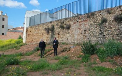 Inicio obra refuerzo muro antiguo colegio Barrioblanco